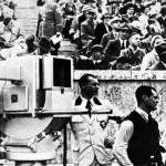 Die berühmte Ikonoskop-Kamera, im Berliner Olympia-Stadion 1936, am Sucher Ingenieur Walter Bruch